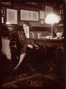 Zofia Żeleńska w mieszkaniu przy ul. Smolnej 11.